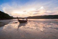 Barcos tailandeses tradicionales en la playa tailandia foto de archivo libre de regalías