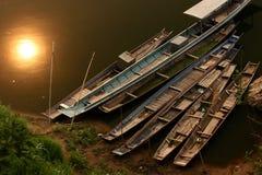 Barcos tradicionales en el río Laos Foto de archivo libre de regalías