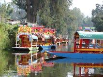 Barcos (trajineras) en Xochimilco., México Foto de archivo libre de regalías