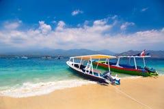 Barcos tropicales de la playa Fotos de archivo libres de regalías