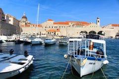 Barcos velhos do porto da cidade de Dubrovnik Foto de Stock Royalty Free
