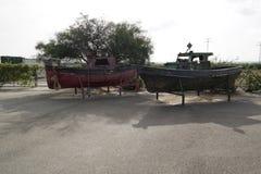 Barcos viejos dejados a la putrefacción fotos de archivo libres de regalías