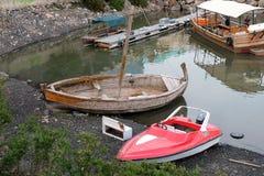 Barcos viejos y nuevos Fotos de archivo libres de regalías