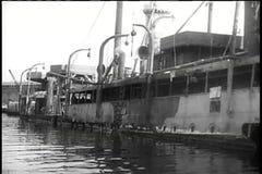 Barcos volcados en el puerto de Nápoles almacen de metraje de vídeo