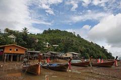 Barcos y casas de pesca en los zancos Fotografía de archivo libre de regalías