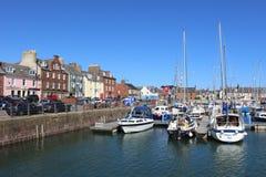 Barcos y casas del muelle, puerto de Arbroath Fotografía de archivo libre de regalías