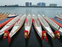 Barcos y edificios del dragón Imágenes de archivo libres de regalías