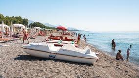 Barcos y gente en Pebble Beach San Marco Imagenes de archivo