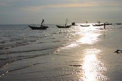 Barcos y playa Imágenes de archivo libres de regalías