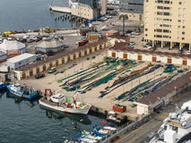Barcos y red de Fisning en el puerto de Barcelona Imágenes de archivo libres de regalías