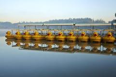 barcos y reflexión de paleta Foto de archivo