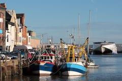 Barcos y trawers en el puerto de Weymouth Fotografía de archivo