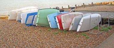 Barcos y yates de la playa Fotos de archivo libres de regalías