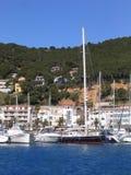 Barcos y yates de navegación Foto de archivo
