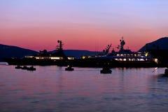 Barcos y yates de navegación en puerto deportivo en Montenegro Imagen de archivo libre de regalías