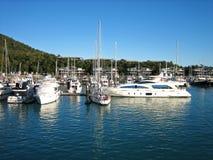 Barcos y yates en la isla de Hamilton Foto de archivo