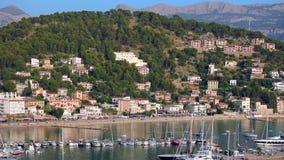 Barcos y yates en Port de Soller, isla de Mallorca, España almacen de metraje de vídeo