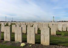 Bard Cottage Cemetery em Ypres, Flanders, Bélgica - paisagem. fotografia de stock royalty free