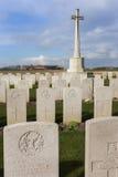 Bard Cottage Cemetery em Ypres, Flanders, Bélgica - retrato. fotos de stock royalty free