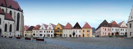 Bardejov - городок ЮНЕСКО - панорама в вечере стоковое изображение rf