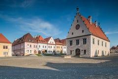 Bardejov Slovakien Gamla fyrkantiga monumentala byggnader Arkivbild