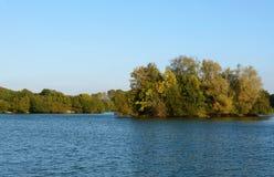 Barden Lake på det Haysden landet parkerar, Tonbridge Royaltyfri Fotografi