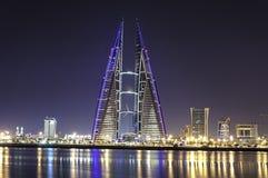 bardziej odpowiednie Bahrain budynku centrum energetycznego konsumpcji ogromny jego nowoczesne jej w handlu dostawy turbiny bardz Zdjęcia Stock