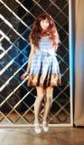 Bardzo delikatna piękna dziewczyna w stylu anime skacze Obrazy Royalty Free