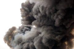 Bardzo gęsty dym zakrywa niebo zdjęcie royalty free