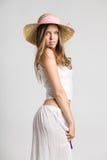 Bardzo piękna dziewczyna z słomianym kapeluszem Fotografia Royalty Free