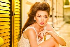 Bardzo piękny wzorcowy target199_0_ złocisty makijaż zdjęcia stock