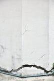Bardzo stara ściana z pęknięciem na nim fotografia royalty free