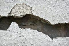 Bardzo stara ściana z pęknięciem na nim zdjęcie royalty free