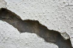 Bardzo stara ściana z pęknięciem na nim obrazy royalty free