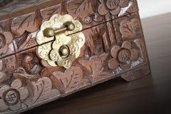 Bardzo stara drewniana klatka piersiowa z prostym kędziorkiem Obrazy Royalty Free