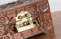 Bardzo stara drewniana klatka piersiowa z prostym kędziorkiem Fotografia Stock