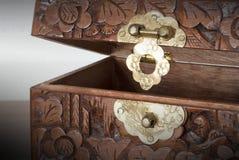 Bardzo stara drewniana klatka piersiowa z prostym kędziorkiem Obrazy Stock