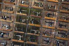 Bardzo stare szwalne maszyny w Wszystkie świętych sklepy, Nowy Jork Zdjęcia Royalty Free