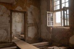 Bardzo stary dom obszernie odnawi zdjęcia stock