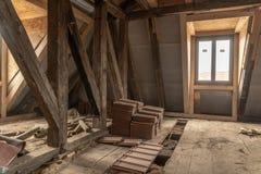 Bardzo stary dom obszernie odnawi zdjęcie stock