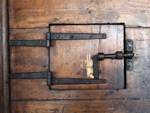 Bardzo stary drewniany drzwi z kędziorkiem obraz royalty free