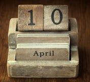 Bardzo stary drewniany rocznika kalendarz pokazuje daktylowego 10th Kwiecień Zdjęcie Royalty Free