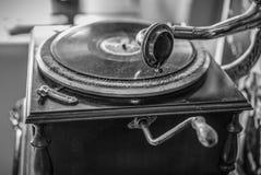 Bardzo Stary gramofon w Czarny i biały zdjęcia royalty free