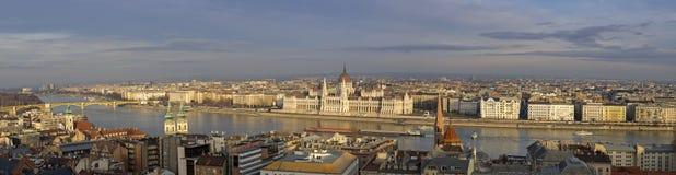 Bardzo wielki Panoramiczny przegląd Budapest parlament fotografia royalty free