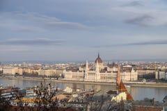 Bardzo wielki Panoramiczny przegląd Budapest parlament obrazy royalty free