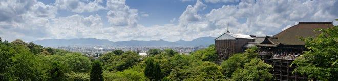 Bardzo wielki panoramiczny widok Kyoto z Kiyomizu-dera świątynią, Japonia fotografia stock
