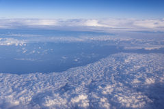 Bardzo wysoko nad chmury Zdjęcia Royalty Free