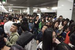 Bardzo zatłoczona stacja metru, Szanghaj Chiny Obrazy Royalty Free