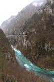 Bardzo zimna halna rzeka Zdjęcia Stock