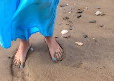 Barefoot в песке Стоковые Изображения